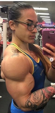 muscle babes with glasses